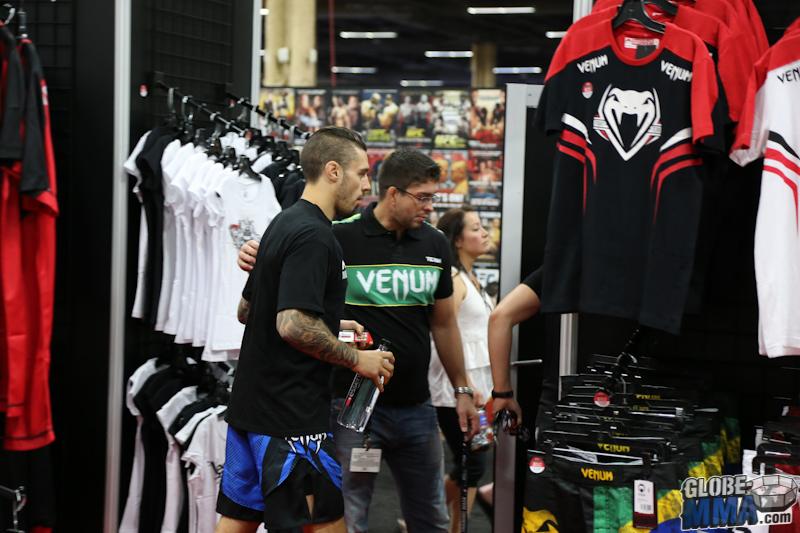 UFC Fan Expo 2013  (6)